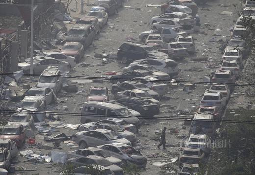 Cảnh tượng hàng ngàn chiếc ô tô bị thiêu rụi khiến người ta phải đau lòng.