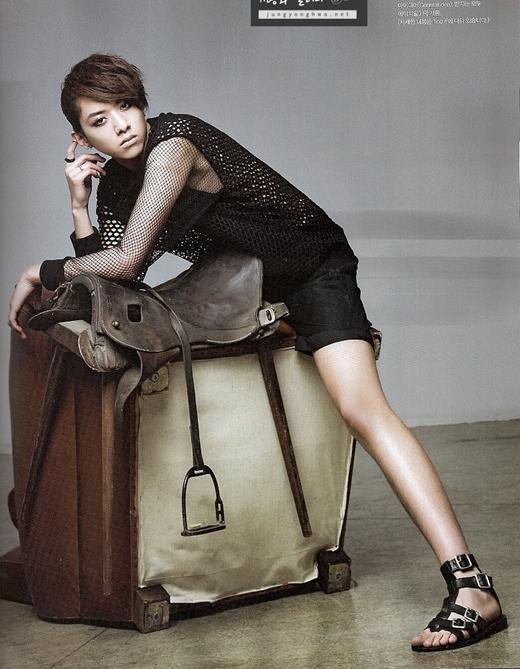 Chân của Jungshin (CN Blue) đẹp đến mức có thể đem ra so sánh với các người mẫu nữ trên sàn catwalk.
