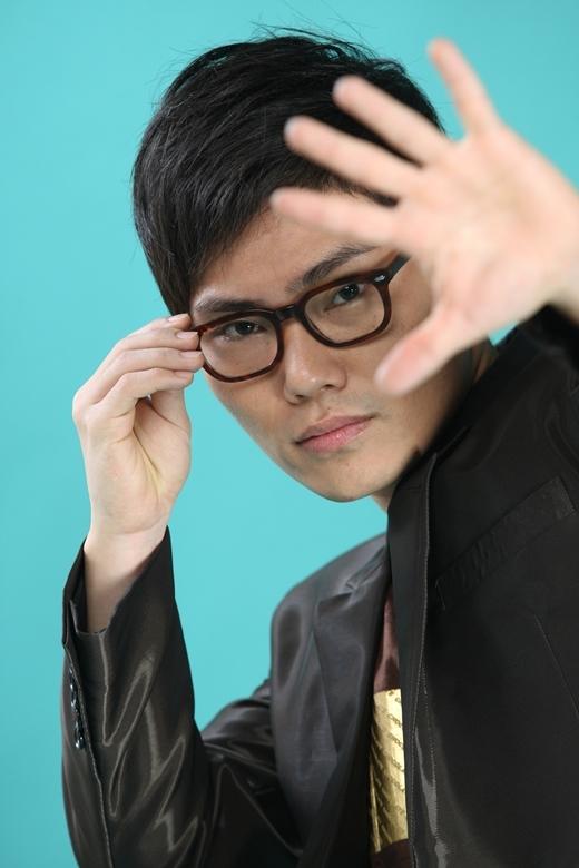 Nam ca sĩ Kim Bum Soo lại là người khá bảo thủ và theo truyền thống phương Đông khi tiêu chuẩn để trở thành bạn gái anh phải là người thạo việc nhà và tôn trọng người lớn tuổi. Đặc biệt, nếu có nhiều nét giống với người mẫu Gisele Bundchen sẽ là một điểm cộng tuyệt vời.