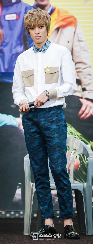 """Không sở hữu nhan sắc mĩ nam nhưng Niel (Teen Top) vẫn được yêu thích nhờ giọng hát thiên phú cùng vóc dáng """"chuẩn không cần chỉnh"""" không thua kém người mẫu trên sàn diễn thời trang."""
