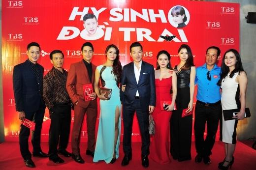 Rất nhiều bạn bè đồng nghiệp thân thiết và nghệ sĩ tại Hà Nội đã đến chúc mừng bộ phim đầu tay của Trần Bảo Sơn. - Tin sao Viet - Tin tuc sao Viet - Scandal sao Viet - Tin tuc cua Sao - Tin cua Sao