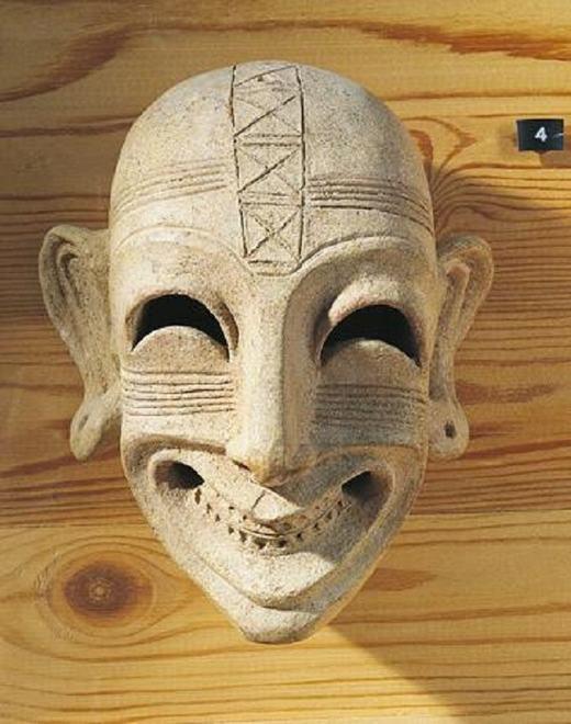 Ở hòn đảo Sardinia, cách đây 2.800 năm, nụ cười đã trở thànhvũ khí giết người trong một nghi lễ cổ đại.