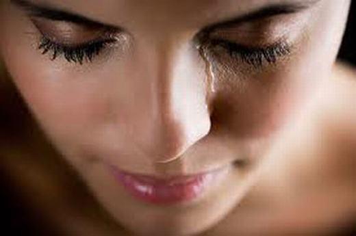 Khóc có thể cải thiện thị lực (giúp bạn tránh sự mất nước của màng mắt) và diệt vi khuẩn (trong nước mắt chứa chất gọi là 'lisozom' có thể giết chết khoảng 90 - 95% vi khuẩn chỉ trong 5 phút).