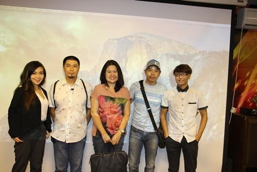 Ban giám khảo 7 Film Fest chụp hình cùng các nhà làm phim trẻ.