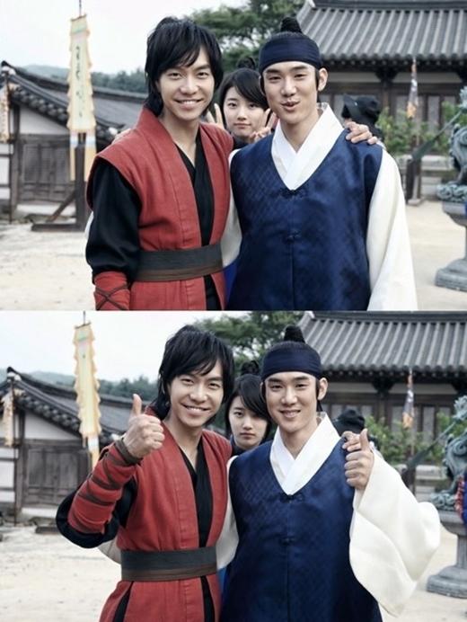 Khác với hình ảnh nghiêm túc bình thường, Suzy ngoài đời cũng rất tinh nghịch và không ngần ngại phá đám hai bạn diễn Lee Seung Gi và Yoo Yun Suk.