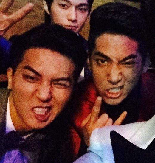 Trong một lần dẫn chương trình cùng nhau,Baro (B1A4)vàMino (Winner)khiến các fan bất ngờ vì phát hiện nhiều điểm tương đồng trên gương mặt cả hai.