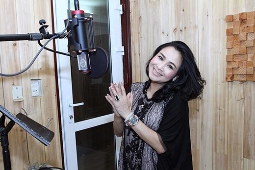 Diva Thanh Lam có chuyến lưu diễn tại Mỹ cũng tranh thủ tập luyện trong phòng thu với những bài hát Cách mạng được phá cách và phối mới trước khi đi diễn. - Tin sao Viet - Tin tuc sao Viet - Scandal sao Viet - Tin tuc cua Sao - Tin cua Sao