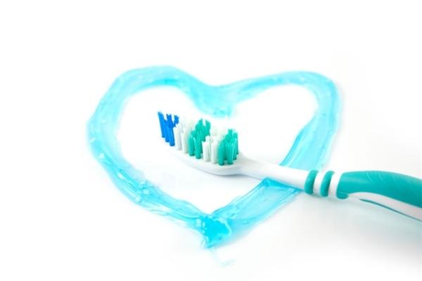 Kem đánh răng rạng bột hay gel đều có chất lượng như nhau.