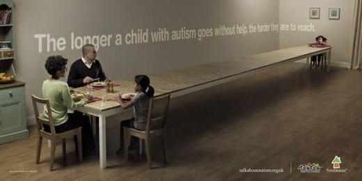 Khoảng cách giữa trẻ tự kỉ với người bình thường sẽ càng xa dần nếu không được giúp đỡ.