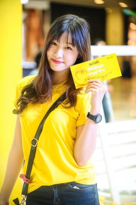 """Chương trình còn thu hút nhiều """"hot girl"""" Sài thành khác, như cô bạn Phương Hoa, Top 5 Nữ Sinh Áo Dài Việt Nam 2015."""