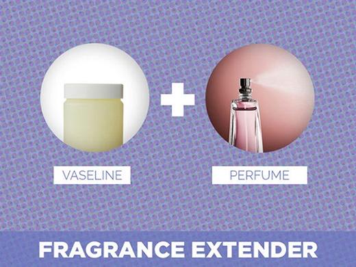17. Muốn hương nước hoa lưu giữ được lâu, bạn hãy thoa chút vaseline trước khi xịt nước hoa. Lưu ý, chỉ thoa vaseline vào những vùng da mỏng như cổ tay, sau gáy.