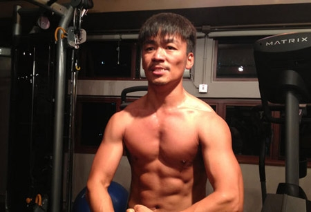 Chàng ngốc Vương Bảo Cường dù không có chiều cao chuẩn nhưng lại thừa sức khiến những anh chàng điển trai khác phải ganh tị nhờ thân hình cơ bắp đầy nam tính.
