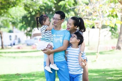 Hoàng Bách được xem là hình mẫu người chồng, người cha lí tưởng trong showbiz Việt.