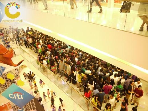 Quang cảnh mua sắm náo nhiệt của chương trình trong lần đầu tổ chức.