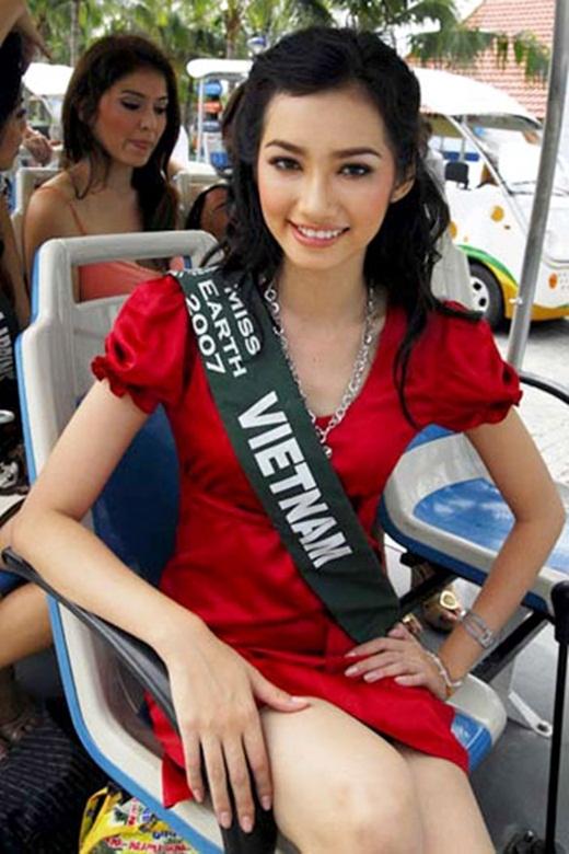 Hai năm sau, Trúc Diễm đại diện quốc gia tham dự Hoa hậu Trái đất và đoạt giải Hoa hậu Thời trang. Không những vậy, cô còn được Global Beauty xếp vào top 50 Hoa hậu đẹp nhất thế giới. - Tin sao Viet - Tin tuc sao Viet - Scandal sao Viet - Tin tuc cua Sao - Tin cua Sao