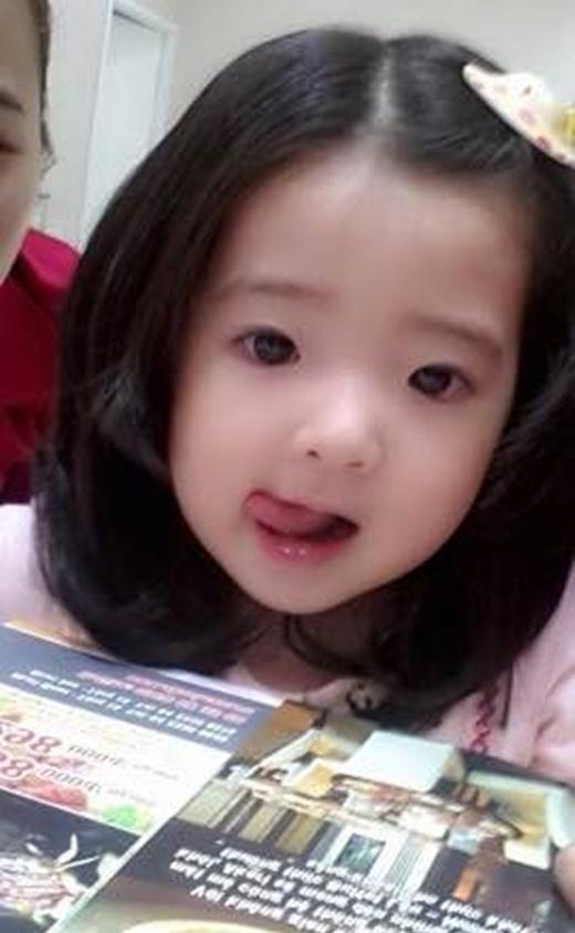 Cô bé trong sáng dễ thương này sinh năm 2002, tên là Huỳnh Nguyễn Bảo An, ở nhà được gọi là Muội Muội.