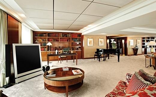 """Thụy Sĩ – phòng khách sạn """"sang chảnh"""" bậc nhất thế giới. Căn phòng Royal Penthouse Suite thuộc khách sạn President Wilson với 4 giường ngủ và 12 phòng tắm cẩm thạch có giá 40.000 bảng Anh/đêm."""