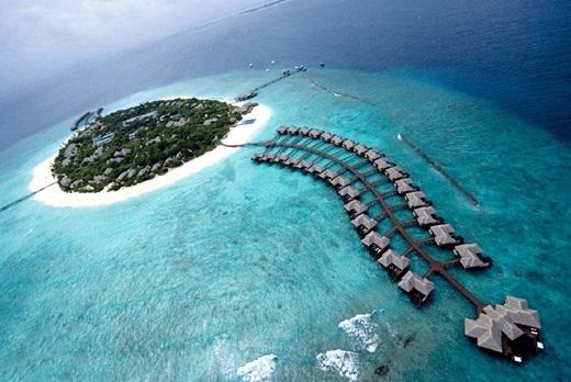 Maldives – nơi thấp nhất thế giới. Theo nhiều kết quả nghiên cứu, Maldives là nơi thấp nhất trên thế giới và có thể biến mất trong một ngày không xa. Thế nên tranh thủ đến thăm hòn đảo thần tiên này một lần trước khi nó biến mất nhé.