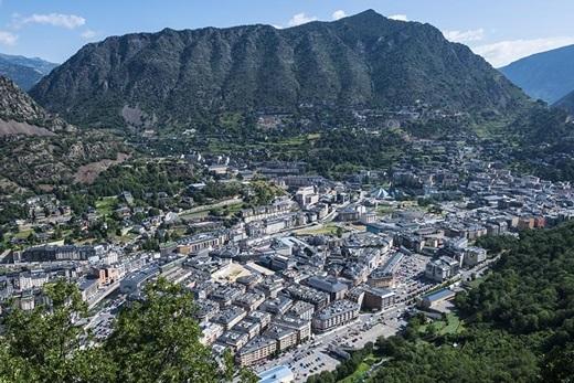 Andorra – thành phố cao nhất thế giới. Andorra La Vella tọa lạc trên một vùng đất cao 1.000m so với mực nước biển.