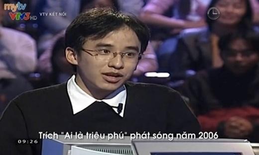 Khắc Cường khi tham gia chương trình Ai là triệu phú năm 2006. Ảnh: Chụp màn hình VTV Kết nối. - Tin sao Viet - Tin tuc sao Viet - Scandal sao Viet - Tin tuc cua Sao - Tin cua Sao