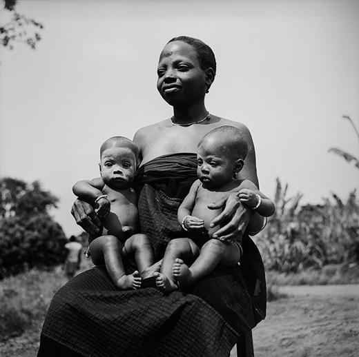 Benin – quốc gia có nhiều cặp sinh đôi nhất. Có một điều kì lạ ở quốc gia Trung Phi này là cứ 1.000 người thì có 28 cặp sinh đôi.