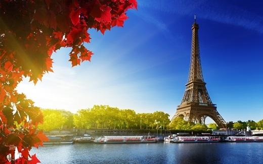 Tổng số quãng đường đưa du khách lên xuống tham quan của thang máy trong tháp Eiffel, Phápxấp xỉ 103.000km mỗi năm.