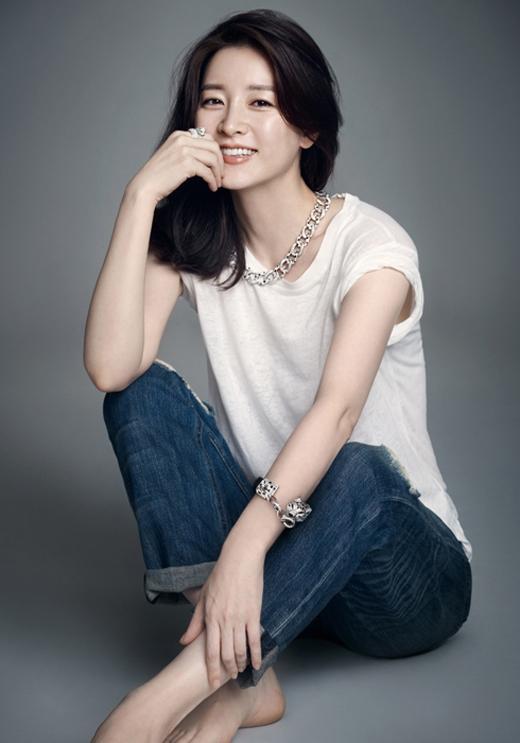 'Nữ hoàng cổ trang' Lee Young Ae ở vị trí thứ 6, cô sắp trở lại với dự án cổ trang Saimdang: The herstory. được biết Lee Young Ae sẽ nhận được mức cát-xê khoảng 2 tỉ đồng cho mỗi tập phim của dự án này.
