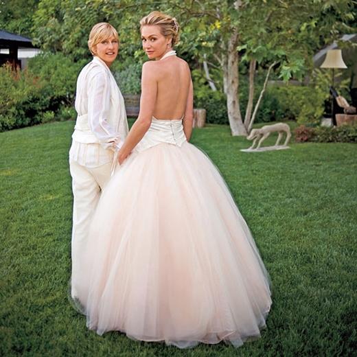 Ellen DeGeneres và Portia de Rossi đã có một buổi lễ kết hôn ấm cúng tại ngôi nhà của họ ở Los Angeles vào tháng 8/2008.