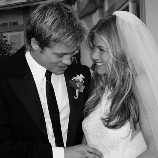 Brad Pitt và Jennifer Aniston kết hôn tại Malibu vào tháng 7/2000.