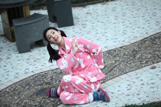 'Nữ thần mặt mộc'Vương Lệ Khôn nhận được rất nhiều tình cảm của khán giả khi vào vai Thận Nhi trong Mĩ Nhân Tâm Kế. Tuy nhiên theo đánh giá của nhiều người, vai diễn ấn tượng nhất của cô lại là Nhậm Tri trong Thanh Niên Bắc Kinh.