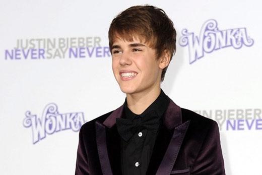 Tháng 1/2011, Justin tiếp tục cắt ngắn thêm mái tóc và cũng tỉa tót bớt phần mái.