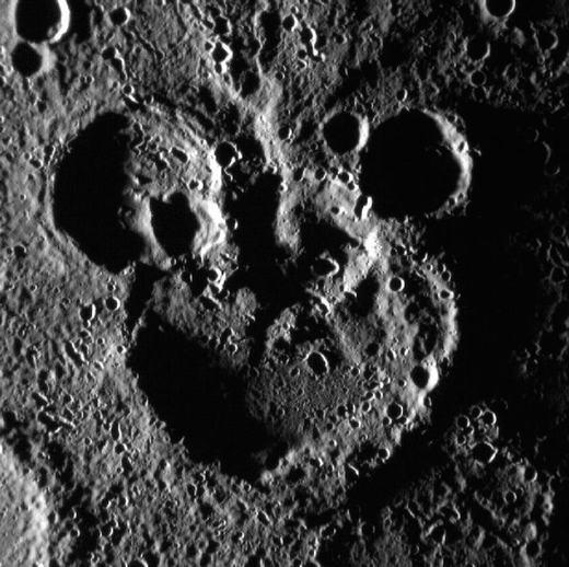 Hình ảnh chuột Mickey trên bề mặt sao Thủy được chụp vào năm 2012.