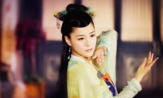 Sau khi Cổ Kiếm Kỳ Đàm lên sóng, Chung Hân Đồng vào vai diễn công chúa Tốn Phương xinh đẹp cũng được rất nhiều lời khen của khán giả.