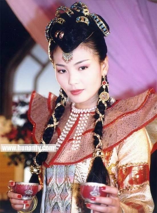 Công chúa Mộ Sa trong Hoàn Châu Cách Cách 3 được xếp vào hàng nhân vật phản diện. Tuy nhiên khi đặt Lưu Đào cạnh hai bạn diễn Mã Y Lợi và Huỳnh Dịch thì có thể nhận ra cô dễ dàng lấn át hai nữ chính về nhan sắc.