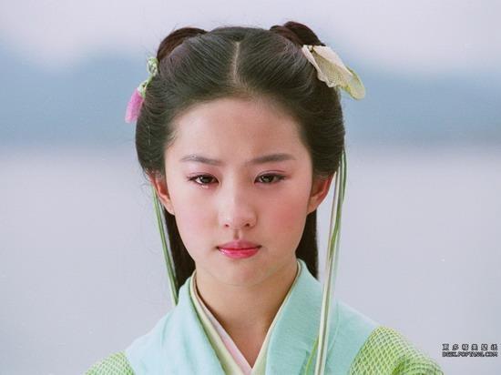 Bên cạnh vai Tiểu Long Nữ (Thần Điêu Đại Hiệp), thì vai công chúa Linh Nhi (Tiên Kiếm Kỳ Hiệp) cũng được đánh giá là vai diễn kinh điển củaLưu Diệc Phi. Bất cứ hình ảnh nào của cô cũng đều dễ dàng gây bão trên cộng đồng mạng.