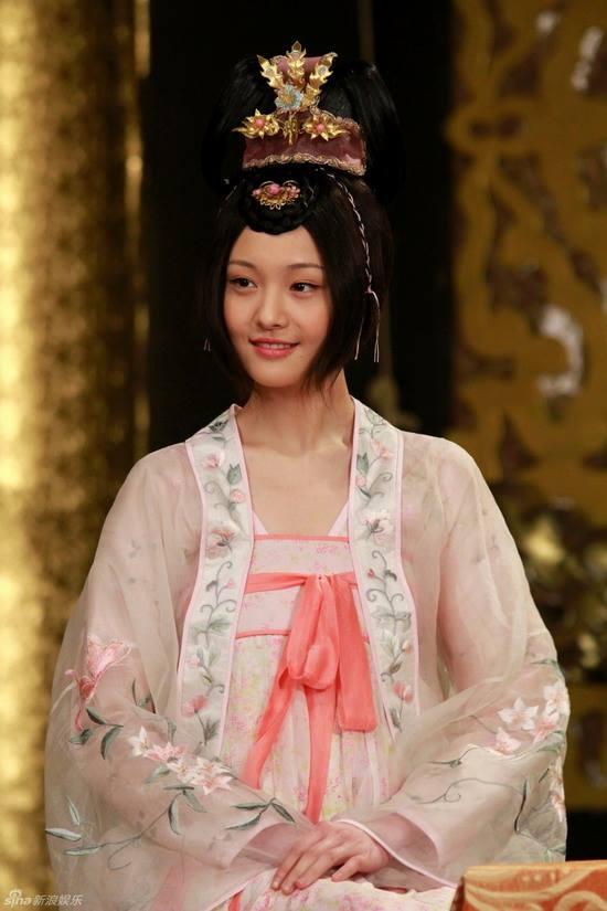 Dù giai đoạn chưa phẫu thuật thẩm mĩ, Trịnh Sảng vẫn được đánh giá rất cao về nhan sắc khi hóa thân thành công chúa Thái Bình thời thiếu niên trong Thái Bình Công Chúa Bí Sử.