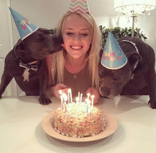 Cùng thổi nến mừng sinh nhật cô chủ nào!