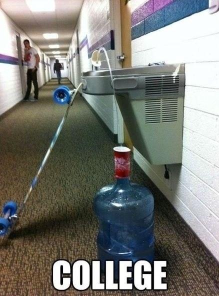 Một cách để hứng nước uống cho đỡ lãng phí ở trường học.