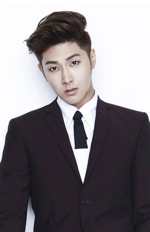 Anh chàng thủ lĩnh của DBSK - Jung Yunho -vừa chia tay người hâm mộ vào ngày 21/07/2015 mới đây và hứa hẹn sẽ xuất ngũ vào ngày 20/04/2017.