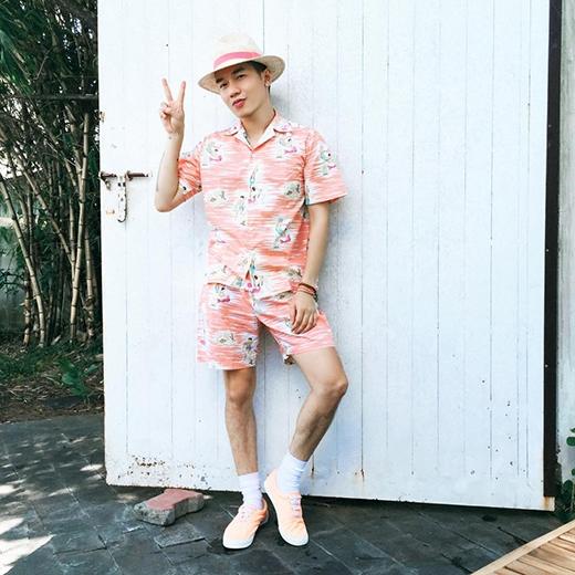 Những bộ pijama ngộ nghĩnh nay cũng được ứng dụng vào thời trang đường phố với họa tiết vui mắt cùng các tông màu nổi bật.