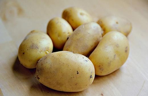 Màu xanh của khoai tây là do nồng độ cao của một loại độc tố tên là Glycoalkaloid.