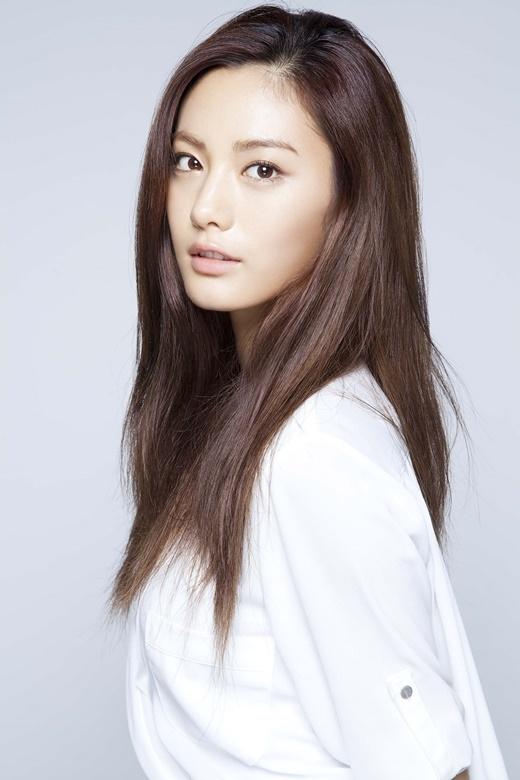 """Dường như bất lợi ở đôi mắt đậm chất Hàn Quốc vẫn không hề ảnh hưởng đến nhan sắc """"khó cưỡng"""" của Nana (After School). Bằng chứng là cô nàng vẫn giành về danh hiệu """"mĩ nhân có gương mặt đẹp nhất thế giới"""" do tạp chí Mĩ bình chọn."""