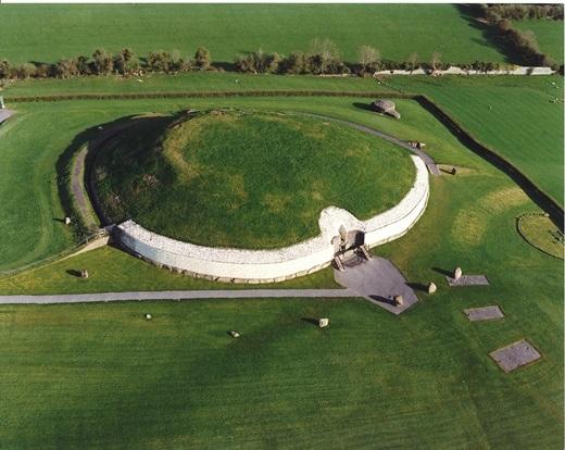Mái vòm khổng lồ này đã tồn tại ở Ireland hơn 5.000 năm.(Ảnh: Internet)
