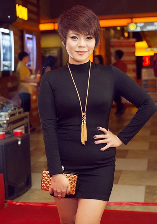 Với thân hình khá tròn trịa, những bộ váy ôm sát khoe đường cong không phải là lựa chọn hoàn hảo cho nữ ca sĩ Hải Yến.