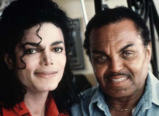 Sự kết thúc của nhóm nhạc nổi tiếng Jackson 5 xảy ra bởi vì Michael Jackson đã sa thải người quản lí, cũng là bố mình vào năm 1979. Michael sau đó bắt đầu sự nghiệp hát đơn rất thành công và trở thành biểu tượng của nhạc pop.