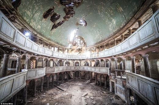 Những nơi như nhà thờ ở Ba Lan này rồi sẽ sớm quay về bàn tay của thiên nhiên.