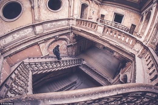 Anna khám phá ra cầu thang xoắn tuyệt đẹp này ở Ba Lan.
