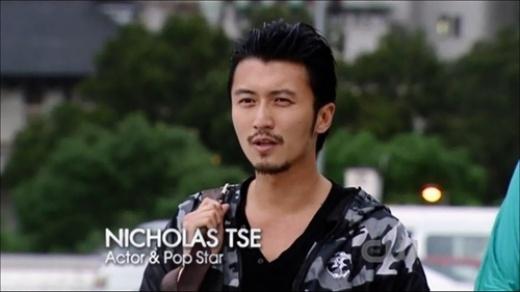 Tham dự một talkshow của TVB, Tạ Đình Phong bất ngờ tiết lộ rằng anh từng bị ung thư da đầu và phải phẫu thuật. Tài tử cho biết, trong thời gian đóng phim Thập nguyệt vi thành (2011), khi cạo đầu cho vai diễn, anh phát hiện ra một đốm đen trên đầu, nhưng vì chủ quan nên không đi kiểm tra. Sau đó một thời gian, khi khối đen lan rộng, quản lí của nam diễn viênđã nhanh chóng đưa tới bệnh viện và phát hiện ra anh bị ung thư da. Ca phẫu thuật đã diễn ra ngay sau đó, và giờngôi saođang có một vết sẹo dài 5cm trên đầu nênthường phải đội mũ.