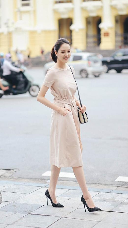 Tông màu beige nhạt mang đến sự ngọt ngào và đôi chút hoài cổ về những ngày xưa cũ. Đây cũng là một trong những gam màu đặc trưng gắn liền với mùa thời trang Thu - Đông.