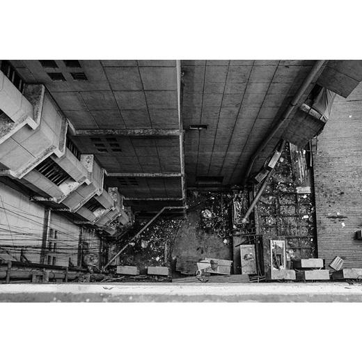Từng mảnh Sài Gòn như vỡ ra rồi tan vào dòng thời gian. (Nguồn IG @ligraphyvn)